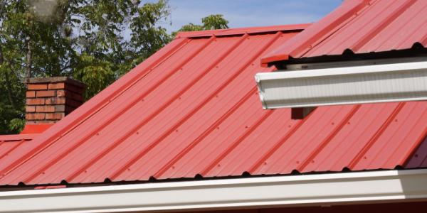 Подрядчики по металлической кровле могут помочь вам отремонтировать металлическую крышу.