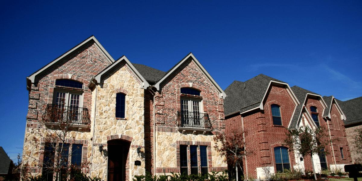 roof-maintenance-helps-improve-curb-appeal